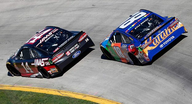 Kyle Busch trails Clint Bowyer at Martinsville Speedway