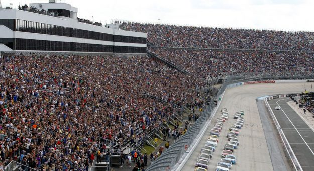 Cars line up to begin racing at Dover International Speedway.
