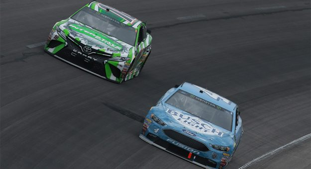 Kevin Harvick And Kyle Busch Race In Close Quarters At Texas