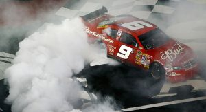 Kasey Kahne performs a burnout after winning the 2008 NASCAR All-Star Race.