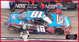 Kyle Busch smacks wall after tire goes down while leading