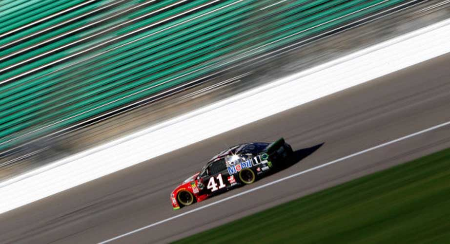 Kurt Busch sets pace in final practice at Kansas Speedway