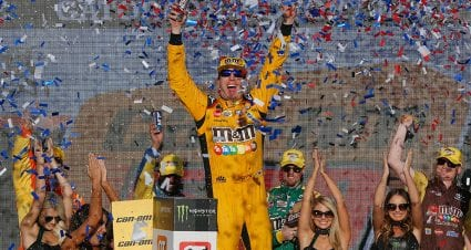 Kyle Busch pulls away late to win at Phoenix as Championship 4 is set