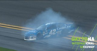 Larson wrecks in final stage of Daytona 500