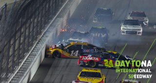 Bowyer, Byron involved in big wreck late in Daytona 500
