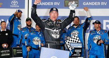 Joey Logano, Kevin Harvick take victory in Gander RV Duel at Daytona