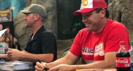 Bowyer and Newman go elbow to elbow — not toe to toe — in autograph appearance