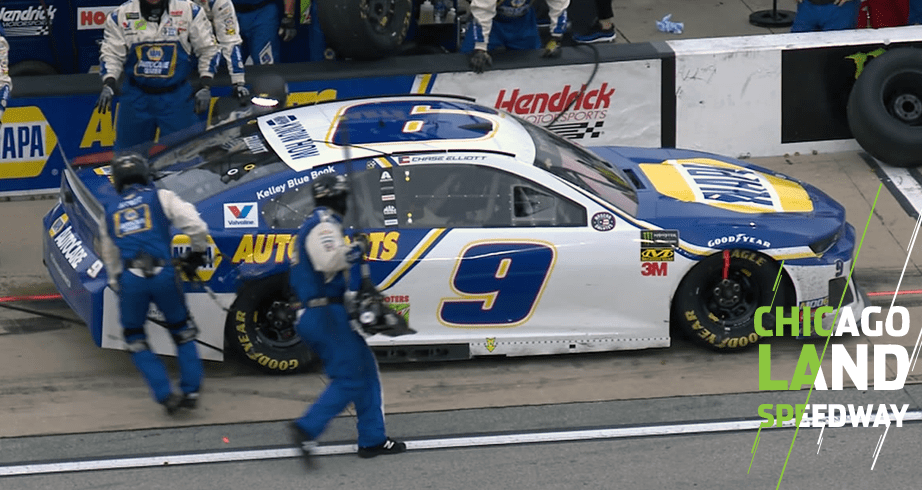 Chase Elliott loses spots on pit road due to hose issue | NASCAR com