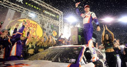 Hamlin spoils DiBenedetto's run with late pass to win Bristol Night Race