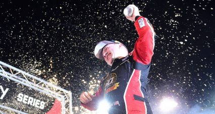 Reddick rebounds from penalty to win for first time at Bristol