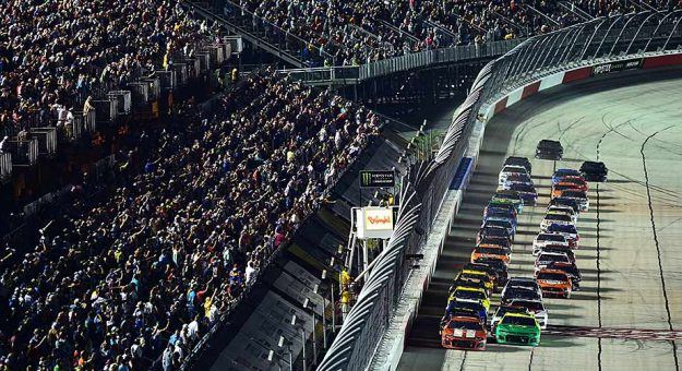 The field takes the green flag for the 2019 Bojangles' Southern 500 at Darlington Raceway.