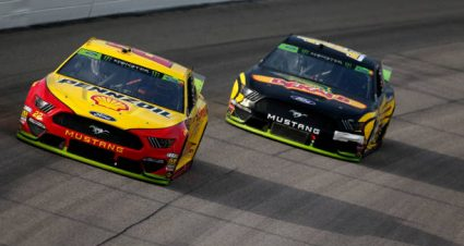 Clint Bowyer drives No. 14 Ford Mustang to eighth-place finish at Kansas Speedway