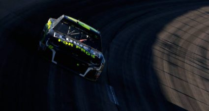 Jimmie Johnson places 10th at Kansas Speedway