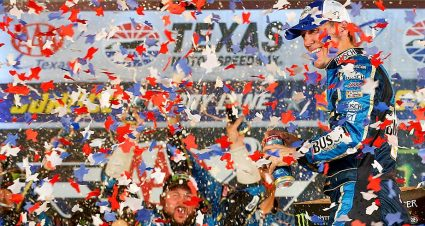 Kevin Harvick surges at Texas, clinches shot at second title