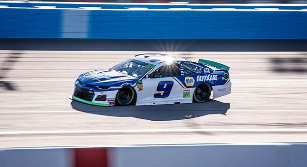 Chase Elliott turns laps in the Hendrick Motorsports No. 9 Chevrolet at ISM Raceway near Phoenix.