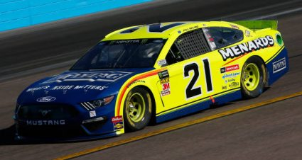 Paul Menard finishes 12th at ISM Raceway