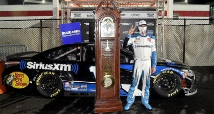 Martin Truex Jr. surges to first victory of the season, his second straight at Martinsville