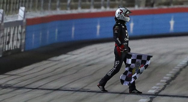 Kyle Busch edges rookie Eckes for Gander Trucks victory at Texas
