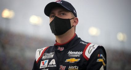 William Byron signs extension, will remain in No. 24 Chevrolet through 2022